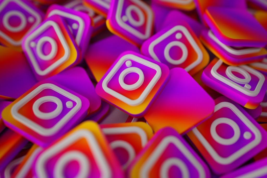 Virallized Instagram Growth Management Website by Spencer Taylor Web Designer